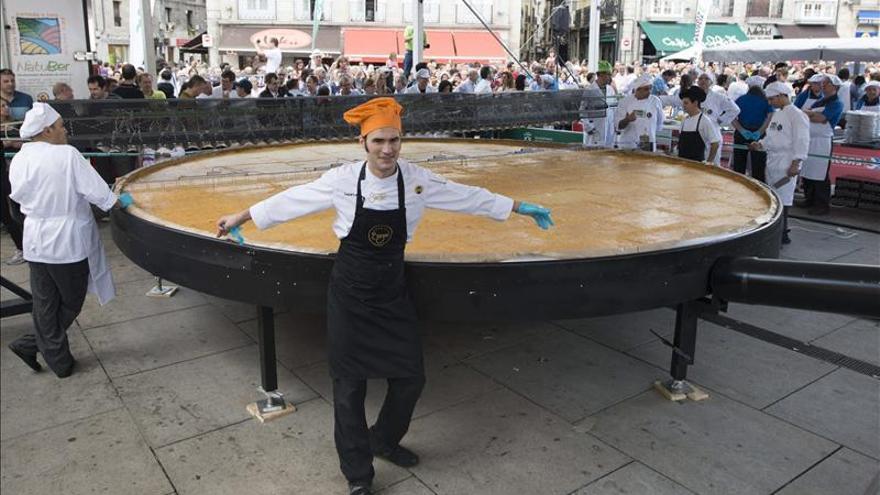 Vitoria no pagará 50.000 euros si la tortilla gigante no se reconoce como récord