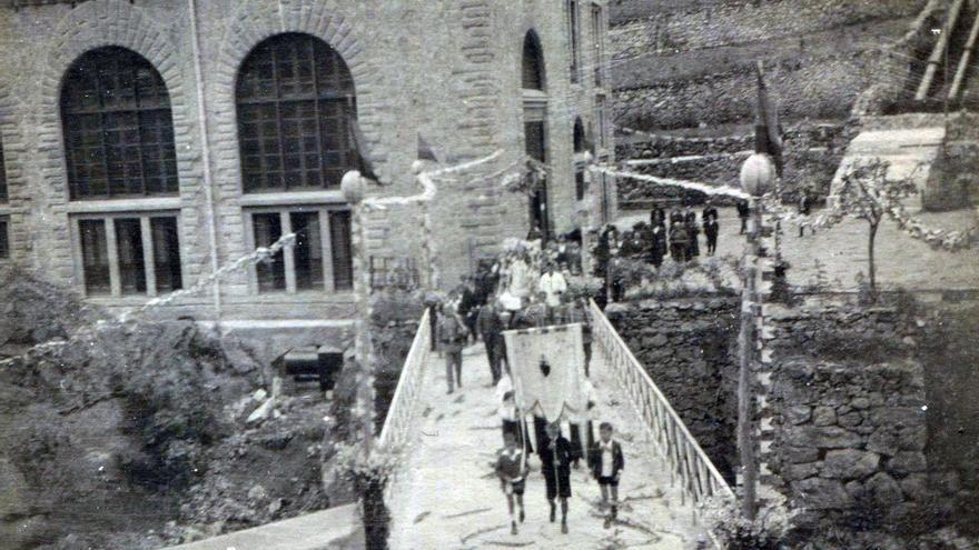 Imagen histórica de una romería en la central de la Malva. Foto: EDP