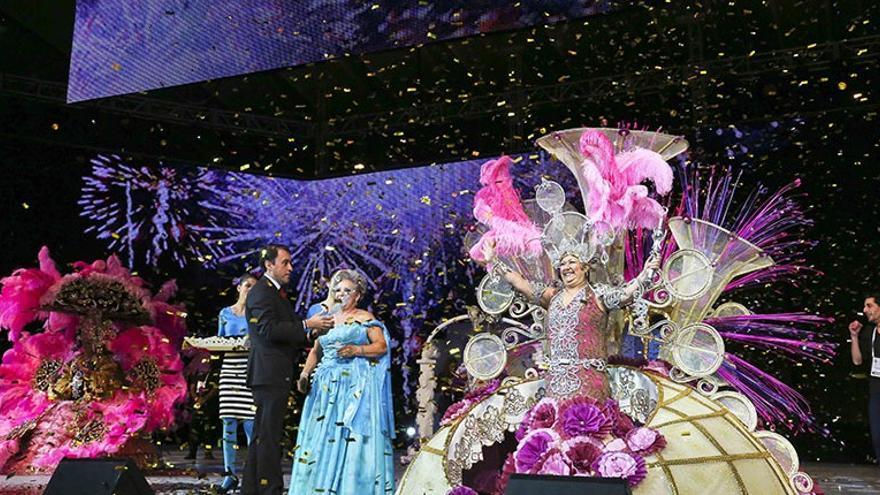 Nueva reina de los mayores 2014