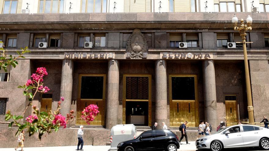 La recaudación tributaria argentina salta en abril un 105,2 % interanual