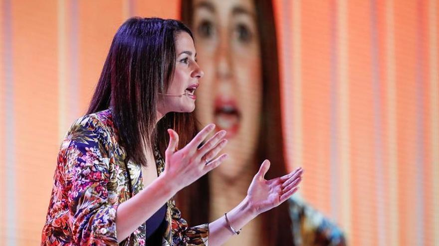 """Arrimadas critica a las ministras por hacer la """"guerra"""" a otras mujeres"""