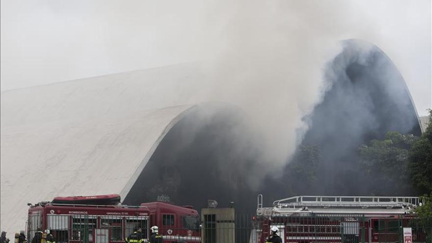 Memorial destruido por un incendio en Sao Paulo tenía la licencia vencida desde 1993