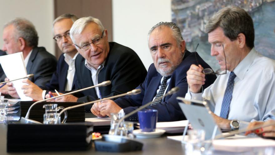 El alcalde de València, Joan Ribó, con el presidente de la Autoridad Portuaria, Aurelio Martínez, en el Consejo de este viernes