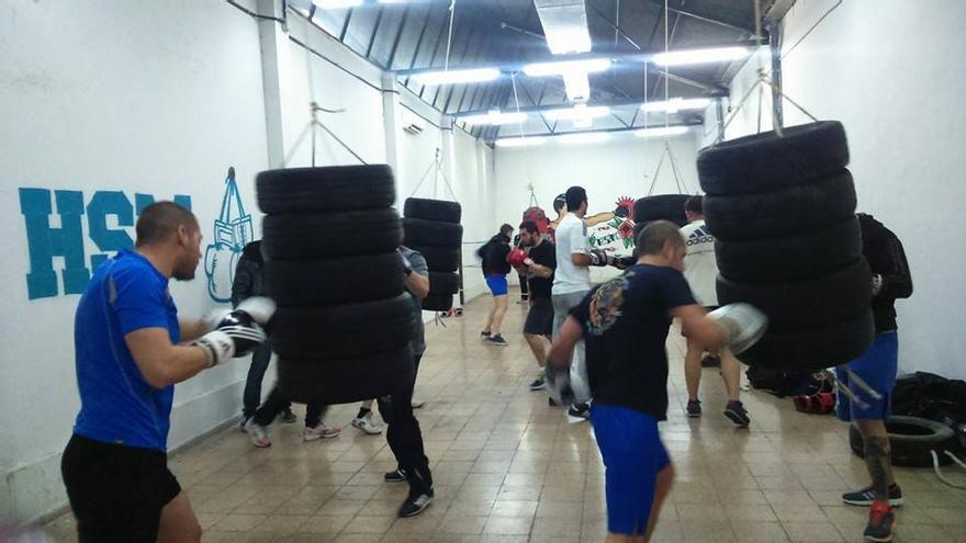 El gimnasio que ha montado HSM en el interior de la sede del No-Do. Foto: Facebook