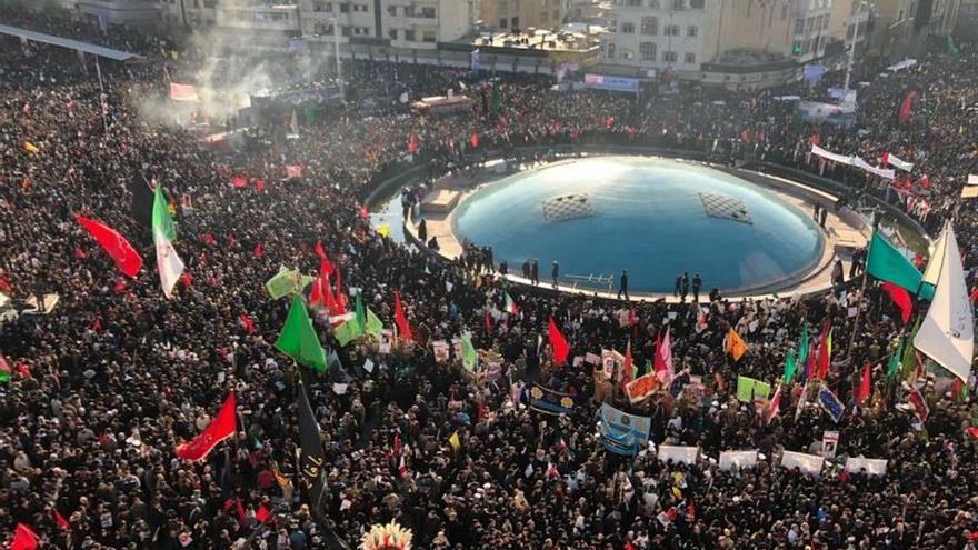Cientos de miles de iraníes rinden tributo en Teherán al comandante Soleimaní