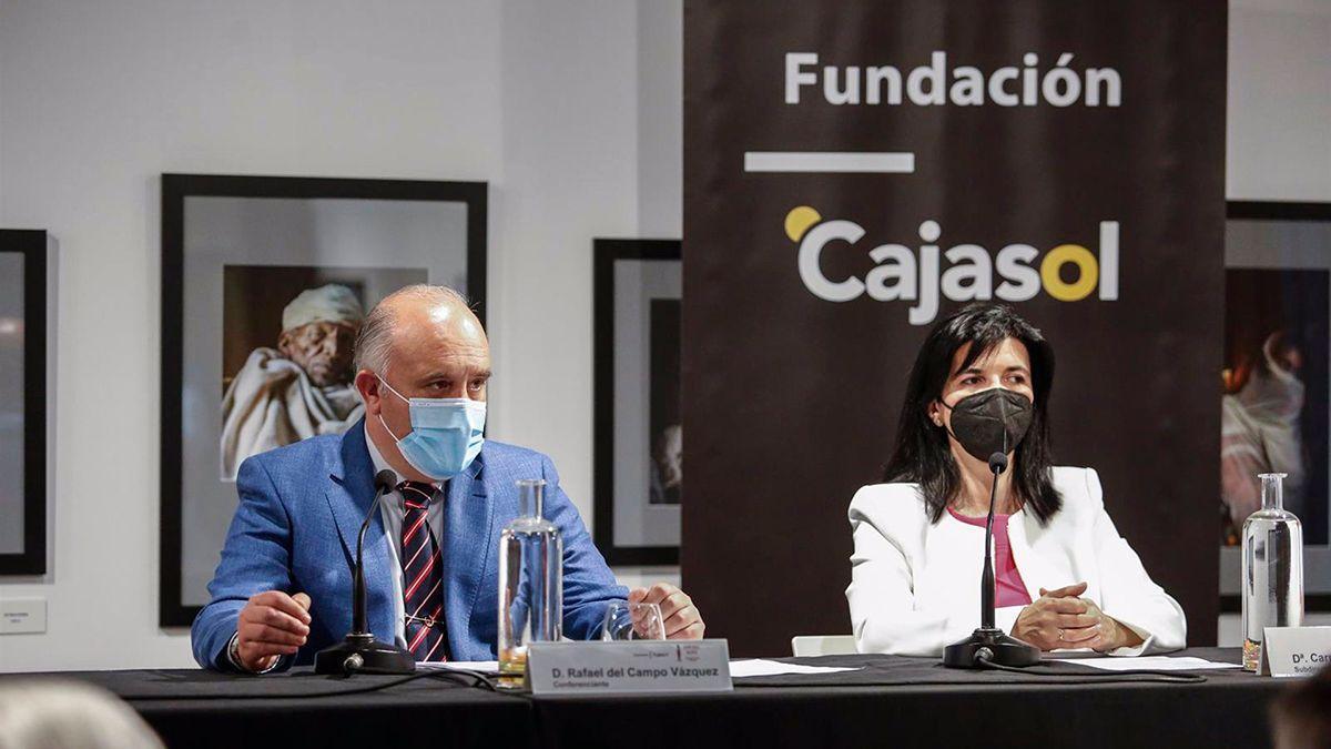 Rafael del Campo en la conferencia en la Fundación Cajasol.