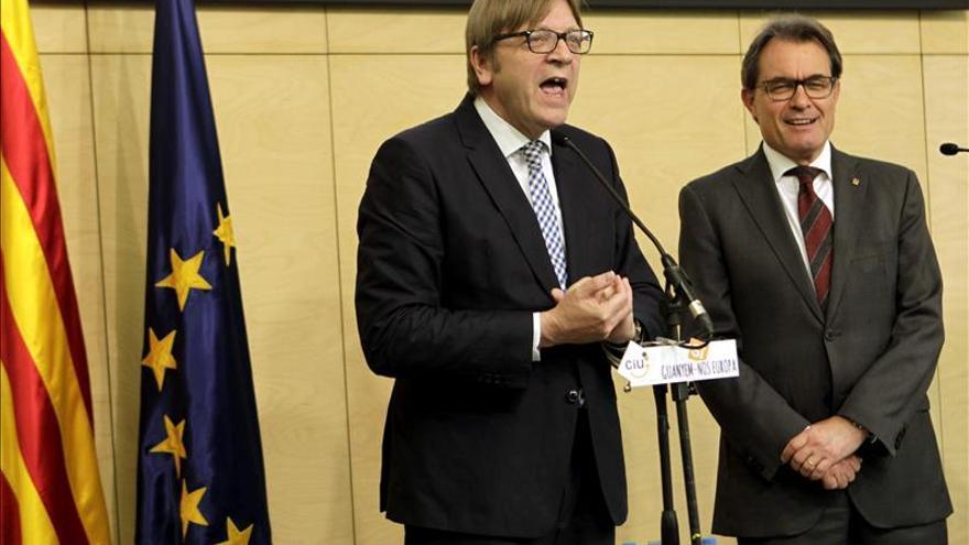 Artur Mas y Guy Verhofstadt llaman a respetar la opinión de los catalanes