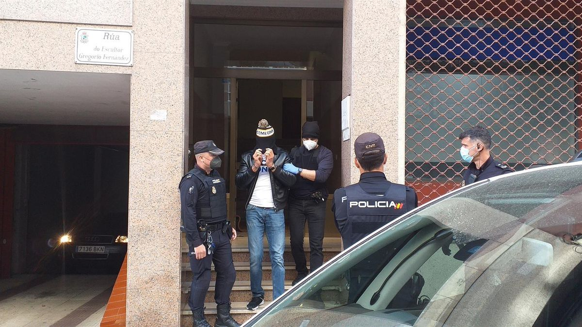Momento de la detención en Vigo durante el operativo conjunto de Policía Nacional y Guardia Civil contra el tráfico de drogas