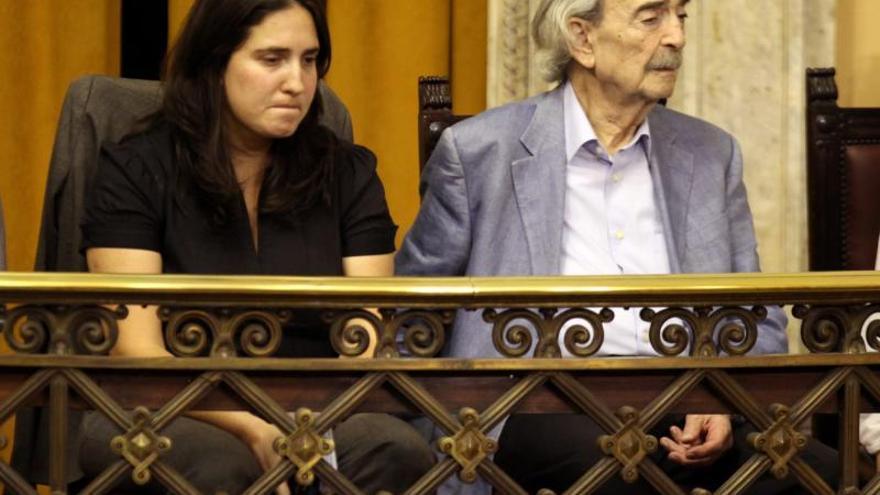 Macarena, nieta de Juan Gelman, viaja a México al funeral de su abuelo