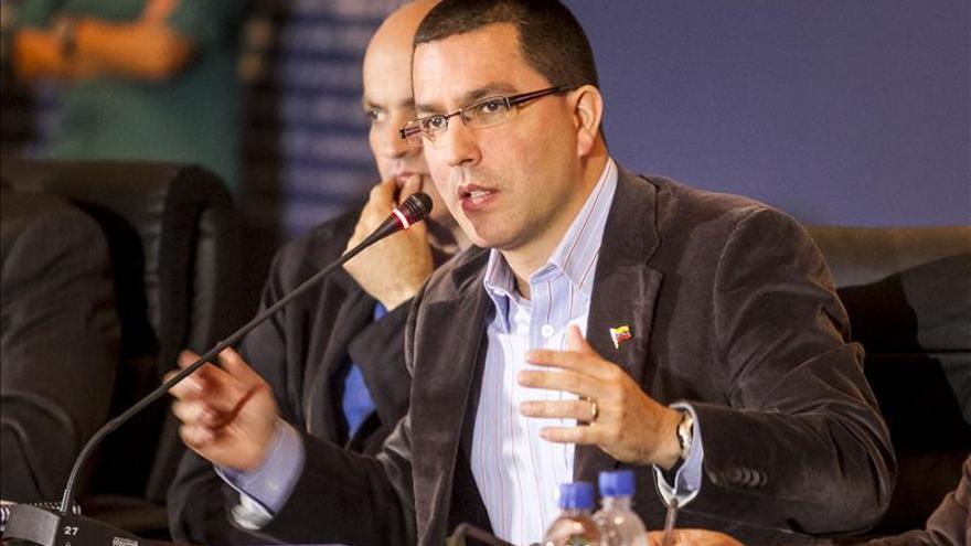 "Vicepresidente venezolano dice que cambio tributario ""pechará a gran capital"""