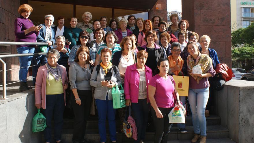 La Asociación de Mujeres 'Teseida' de El Hierro visitan el Cabildo Insular