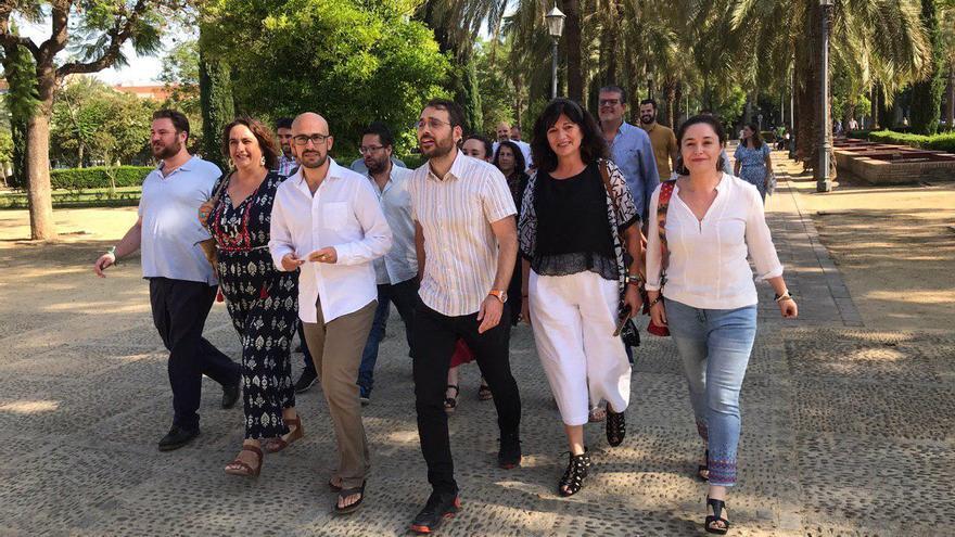 Los dirigentes de Adelante Andalucía, con Pablo Pérez Ganfornina (Podemos) y Toni Valero (IU) a la cabeza.