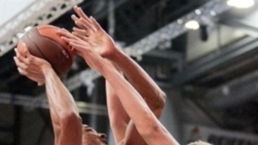 Unicaja Vence Al Brose Baskets