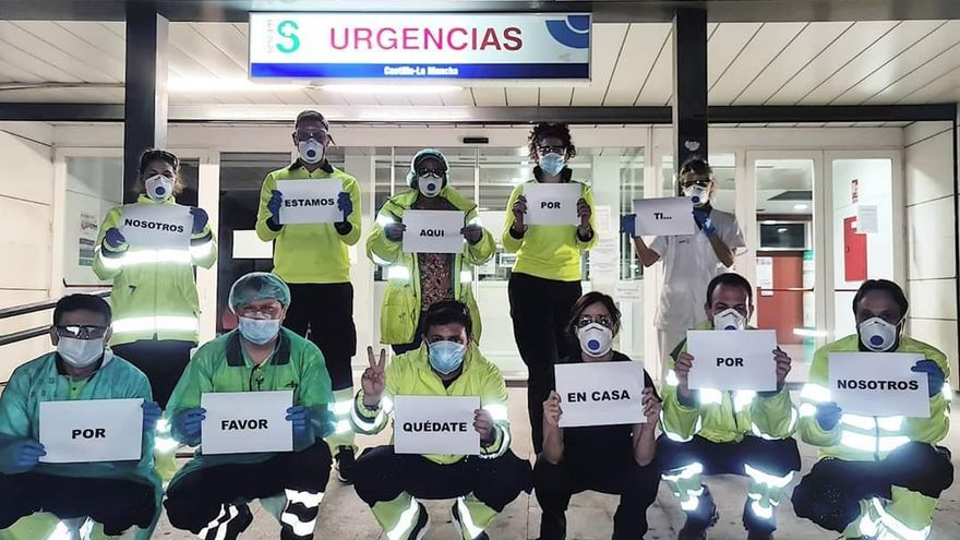 Plantilla del Servicio de Urgencias (SUAP) de Los Manantiales (Guadalajara), en estos días, agradeciendo la colaboración de la gente: hay muchas personas como ellas implicadas en luchar contra la crisis sanitaria