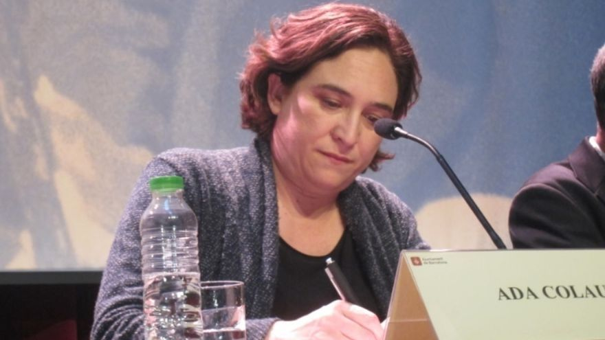 """Colau considera que Podem sigue en los 'comuns' porque tiene miembros """"en otras listas"""""""