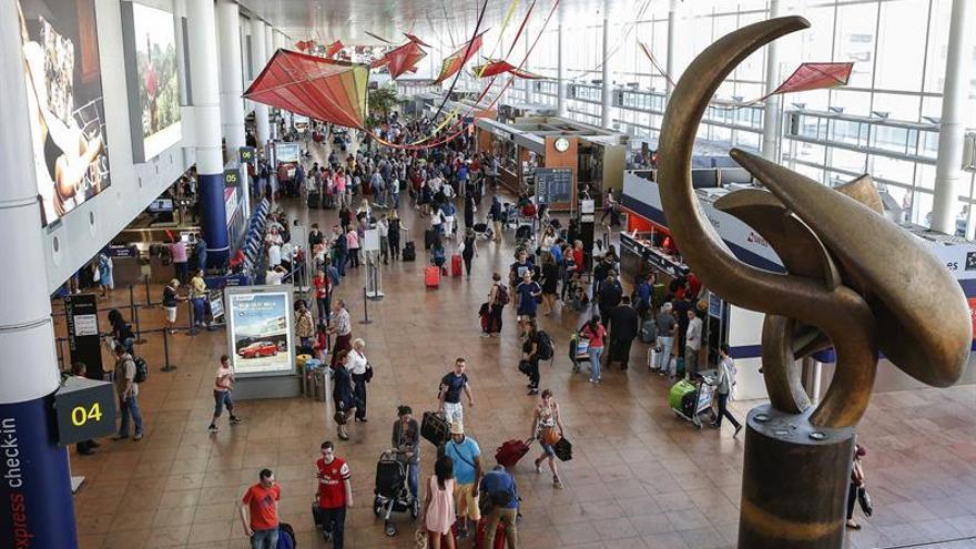 Un problema técnico en el aeropuerto de Bruselas deja cientos de maletas en tierra