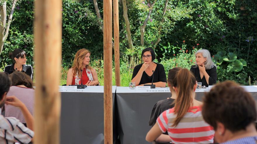 La coordinadora de actividades, Sonia Martínez, la vicepresidenta de la FPAA, Susana Lloret, la directora de Bombas Gens, Nuria Enguita y la comisaria y arqueóloga Paloma Berrocal.