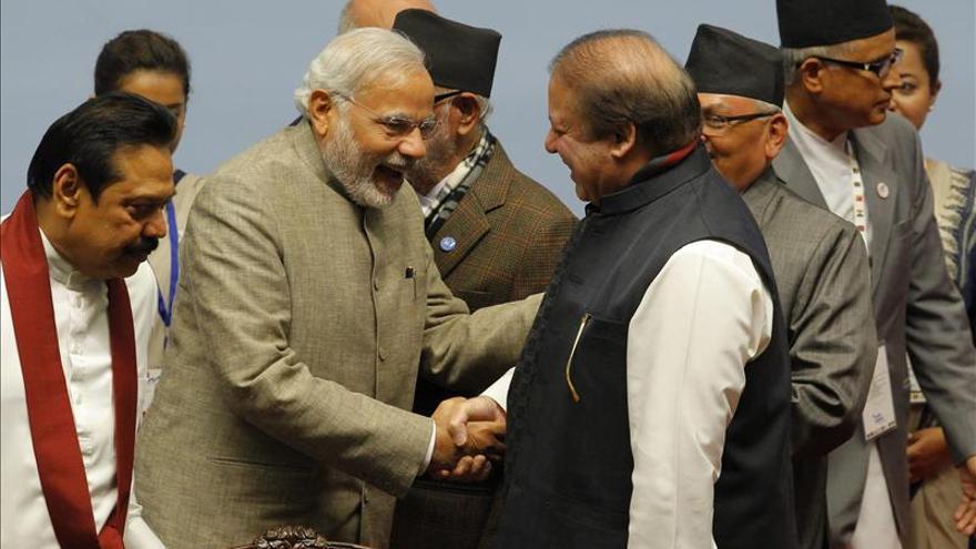 Pocos avances y un apretón de manos de consolación en la Cumbre del SAARC