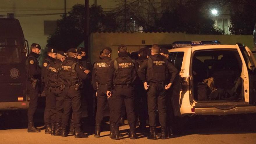 Imagen del operativo desplegado por la Guardia Civil en Andorra (Teruel).