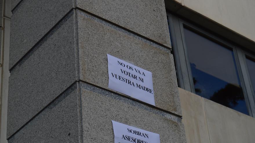 """Cartel concentración """"no os va a votar ni vuestra madre"""" contra Cospedal"""