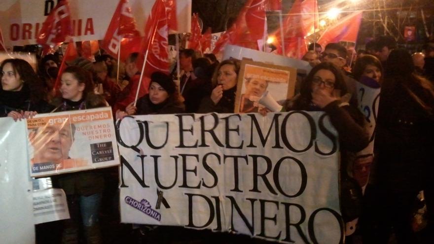 """Trabajadores de Orizonia se concentran frente al Ministerio contra el """"saqueo"""" del grupo"""