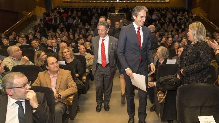 De la Serna reafirma el compromiso del Estado con el tren a Cantabria cuyo coste global se eleva a 1.300 millones