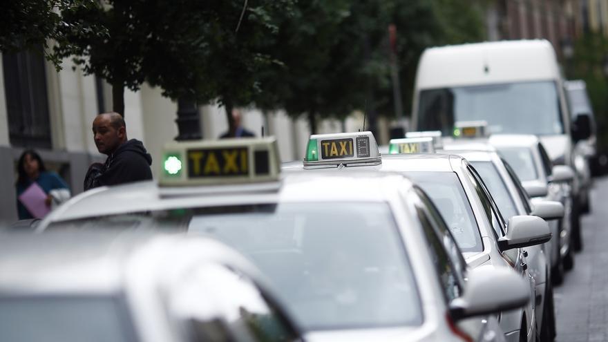 Taxistas acuden a Bruselas para promover un manifiesto para denunciar la práctica ilícita de Uber