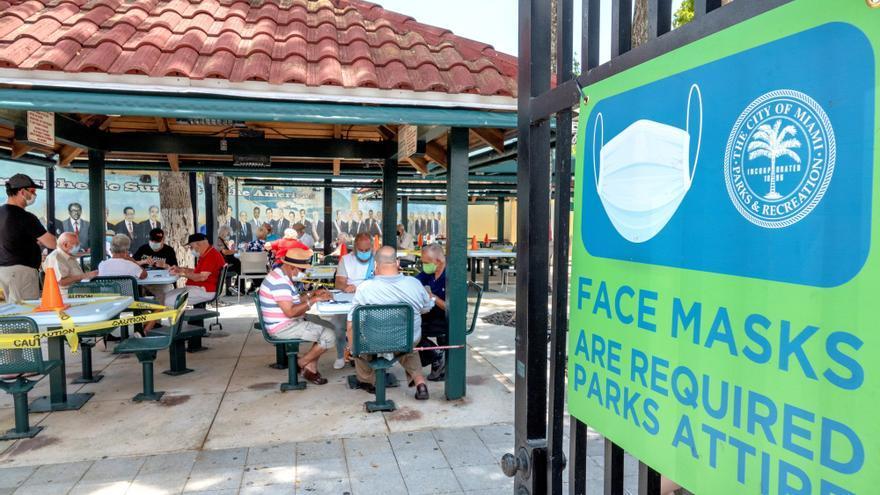 Las fichas del dominó vuelven a sonar en la Pequeña Habana de Miami