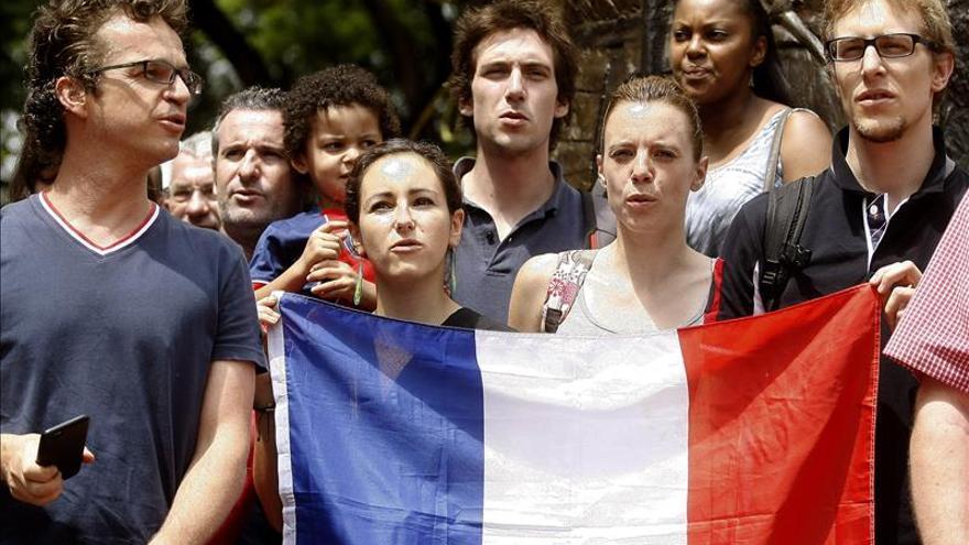 Franceses en Medellín se suman al minuto de silencio por los atentados en París