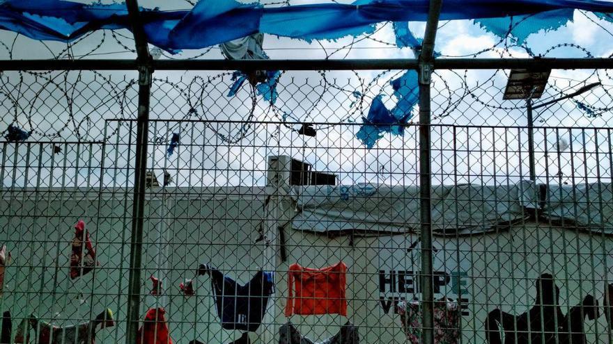 Alambrada del campo de refugiado de Vial en la Isla de Quíos