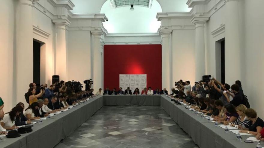 Consell y representantes de 63 entidades firman el pacto valenciano contra la violencia machista
