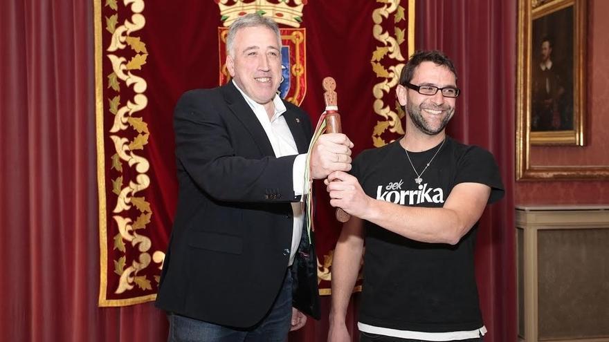 Ayuntamiento y AEK firman un convenio para que Pamplona acoja el domingo 9 de abril el final de la Korrika