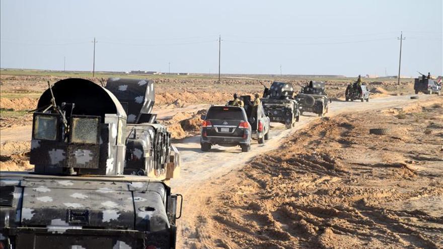 Mueren 18 soldados iraquíes en dos ataques suicidas del EI en Ramadi