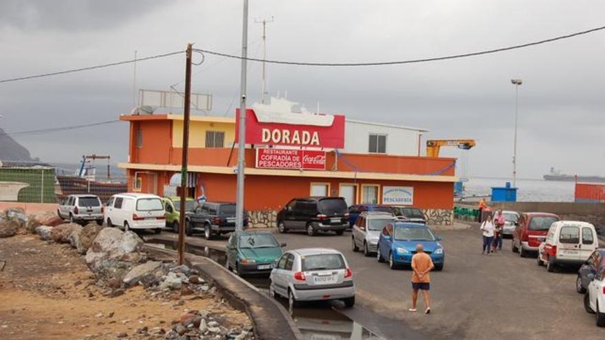 Imagen de archivo con el restaurante de la Cofradía de San Andrés, en el espigón sur de Las Teresitas