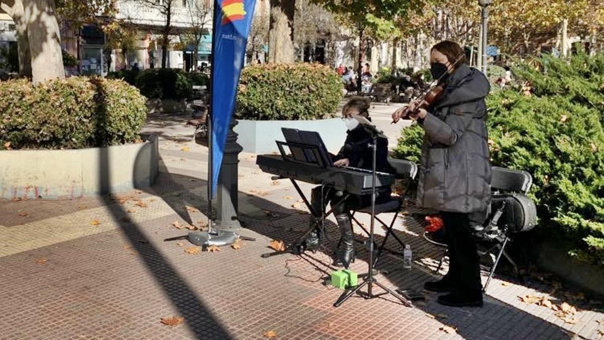 Concierto callejero en la plaza de Chamberí