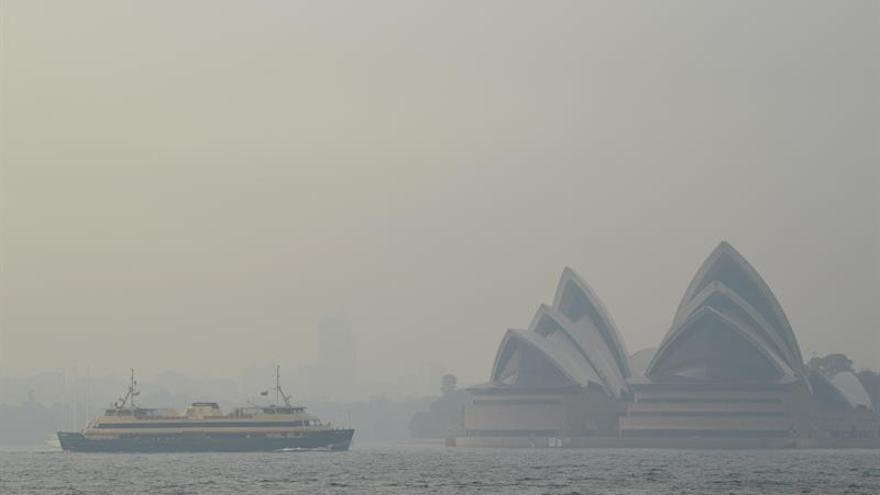 """El humo de los incendios dispara niveles """"peligrosos"""" de contaminación en Sídney"""