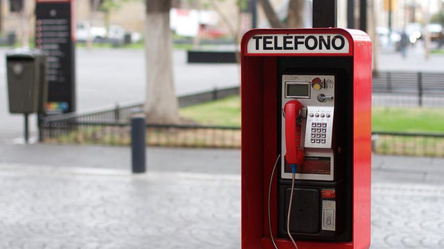 El Teléfono Rojo.
