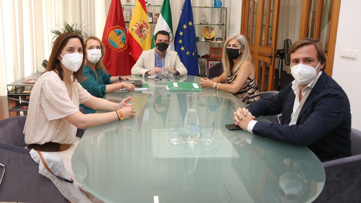 Reunión en el despacho de Alcaldía del Ayuntamiento de Córdoba