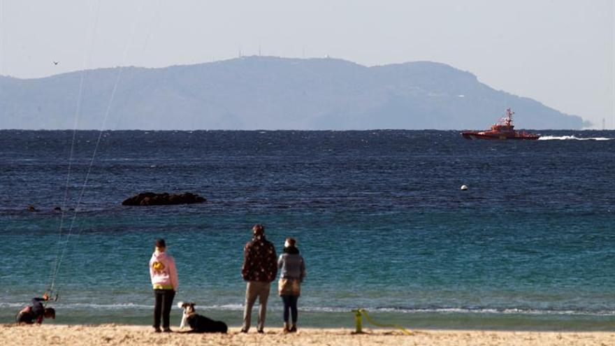 Interceptan una patera con 23 inmigrantes en aguas del Estrecho