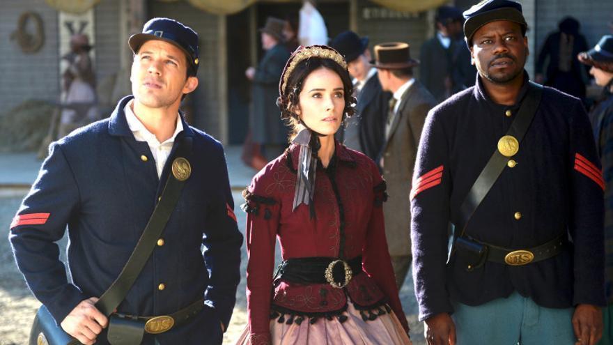 Wyatt -Matt Lanter-, Lucy -Abigail Spencer- y Rufus -Malcolm Barrett- en la Guerra de Secesión