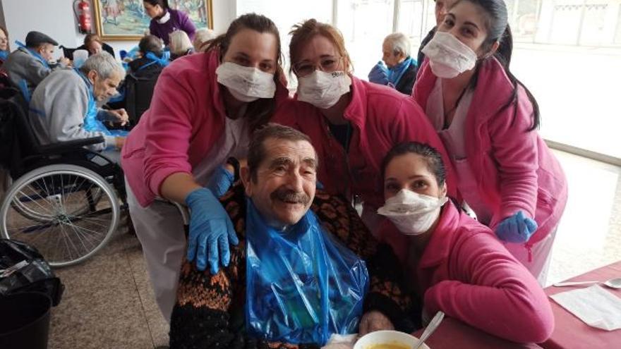 Un grupo de trabajadoras en el turno de comedor