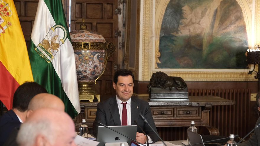 Juan Manuel Moreno en el Consejo de Gobierno celebrado en Córdoba