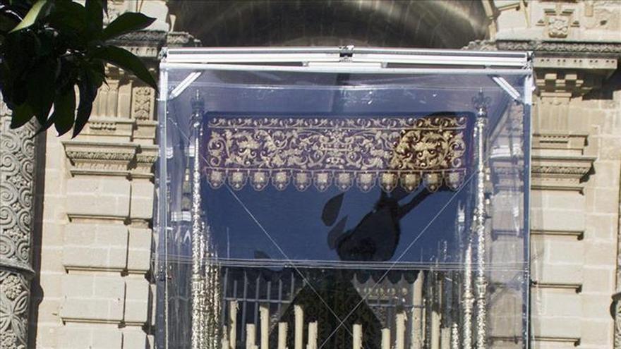 Inventan una estructura para proteger de la lluvia los pasos en las procesiones