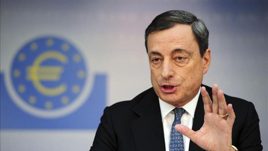 Draghi defiende el superávit alemán y rechaza sus quejas sobre los tipos