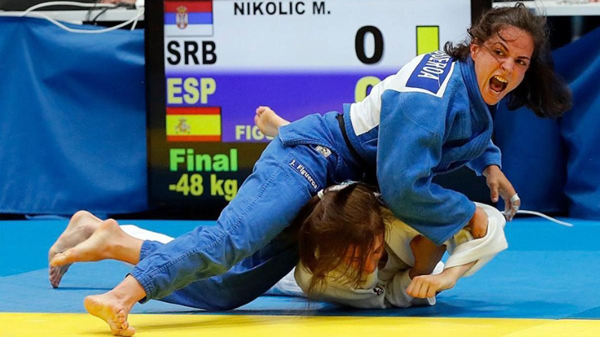Julia Figueroa, de azul en un combate.