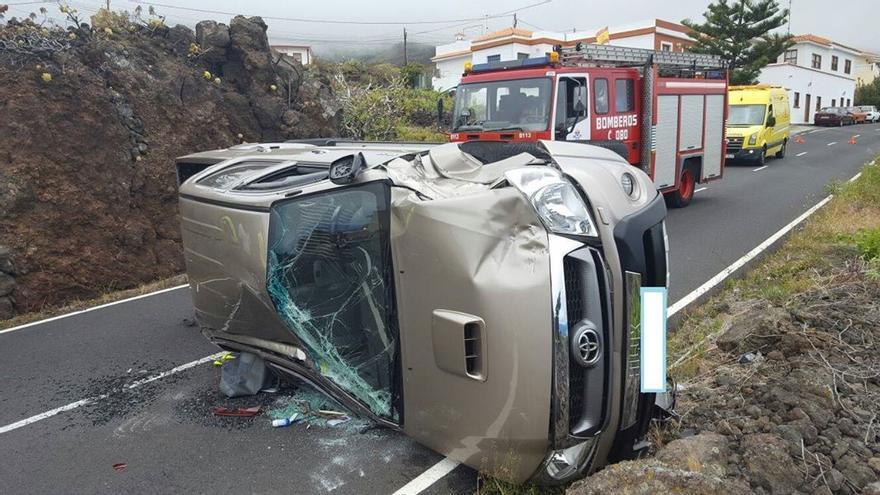 En la imagen, estado en el que quedó el vehículo. Foto: BOMBEROS LA PALMA.