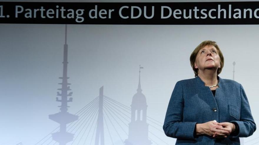Merkel abre entre fuertes ovaciones el congreso de la CDU que la despedirá