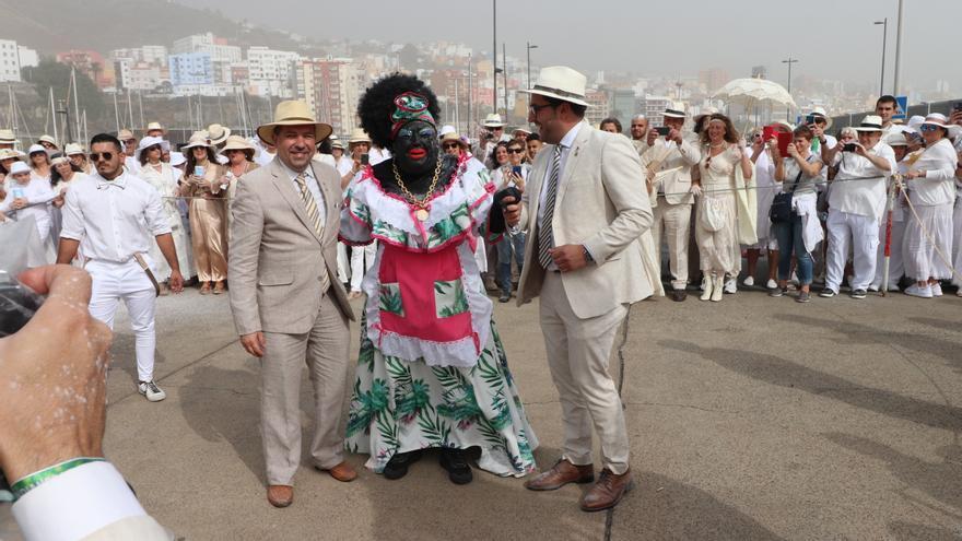 La Negra Tomasa fue recibida en el Puerto por las autoridades municipales.