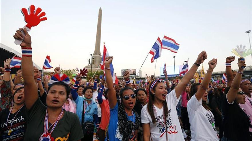 Los manifestantes tailandeses intensifican el bloqueo tras noche de violencia
