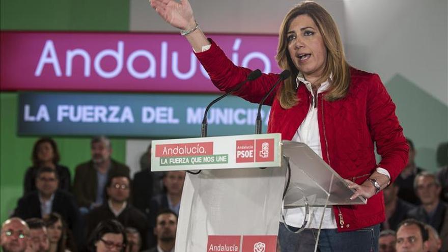 "Susana Díaz asegura que ""el único tren"" que va a coger ""es el de Andalucía"""